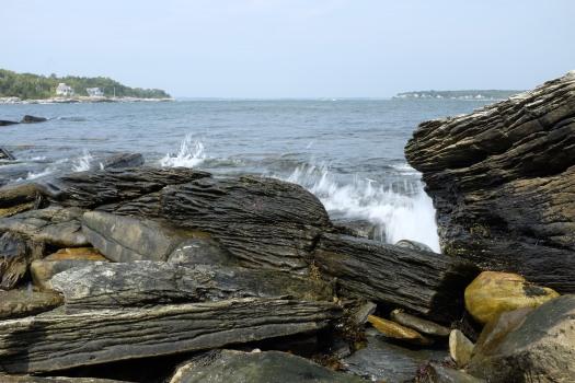 Waves breaking on te back shore